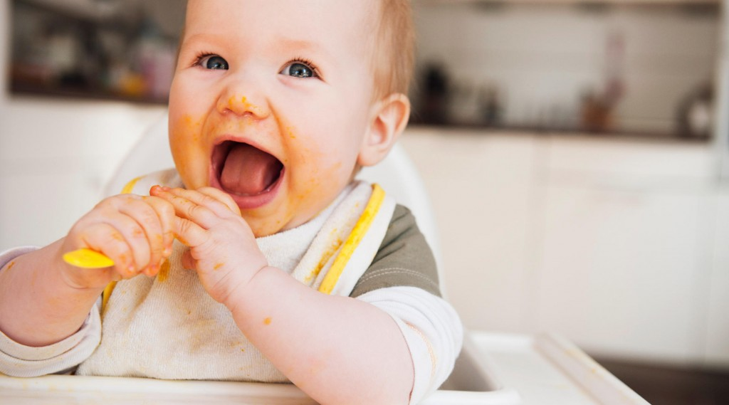 dig-in-solid-food-guide-baby-eating-2160x1200